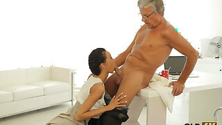 OLD4K. Venerable man drills svelte secretary instead be worthwhile for on the move